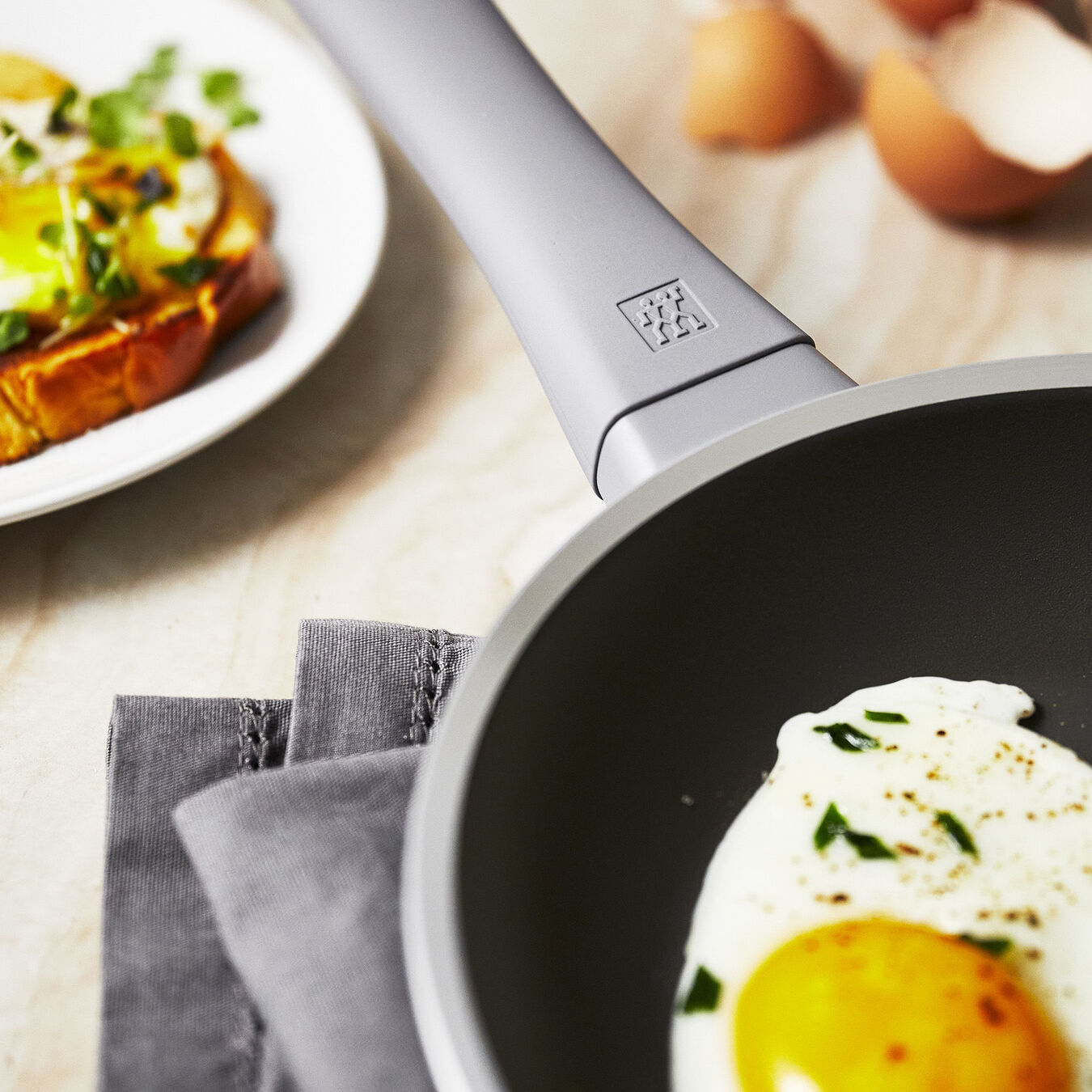 20 cm / 8 inch Frying pan,,large 7
